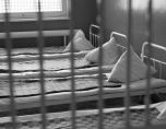 Бой с пръчки и връзване с вериги в българските психиатрии