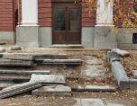 """Ето така Народният театър бе оставен след """"ремонта"""" на каменните плочи"""