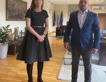 Реекспортьор на лекарства е другарят на вице Захариева от фамозната снимка